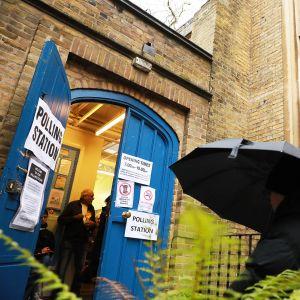 Äänestyspaikka Lontoossa.