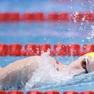 Laura Lahtinen vauhdissa naisten 400 metrin vapaauinnissa lyhyen radan SM-uinneissa Tampereella 12. joulukuuta 2019.