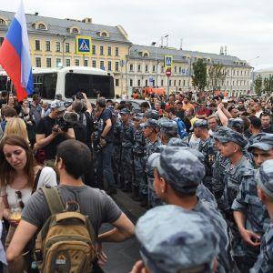 Toimittaja Ivan Golunovin tueksi järjestetty mielenosoitus Moskovassa.