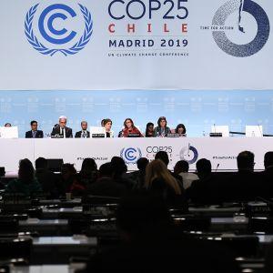 Kuvaa Madridin ilmastokokouksen viimeisestä istunnosta tältä päivältä 15. joulukuuta.