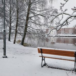 Lunta sataa Hämeenlinnassa