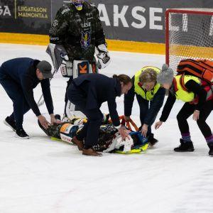 Patrik Puistola loukkaantui pahannäköisesti Ilvestä vastaan.