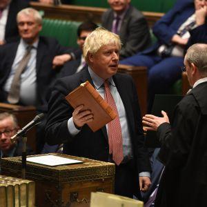 Boris Johnson parlamentin avajaisissa 17. joulukuuta.