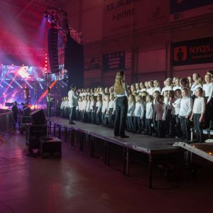 Solina-kuorolaiset lavalla Raskasta joulua -konsertissa Seinäjoella 20.12.2019