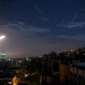 Arkistokuva. Syyrian ilmapuolustus vastaa Israelin suunnasta tulevaan ohjustuleen Damaskoksessa tammikuussa 2019.