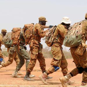 Kuvituskuva. Turvallisuusjoukot harjoittelevat Camp Zagressa Burkina Fasossa maaliskuussa 2017.