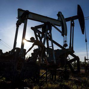Öljypumppuja Venezuelassa.