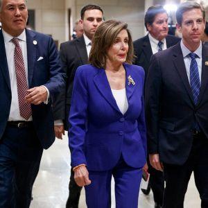 Edustajainhuoneen puhemies Nancy Pelosi matkalla tapaamaan ulkomisteri Mike Pompeota.
