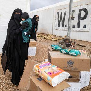 Al-hol pakolaisleirissä äitiä ja lapsia 9 joulukuuta.