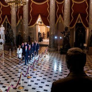 Yhdysvalloissa presidentti Donald Trumpin virkarikossyytteet toimitettiin senaatille 15.1.2020.