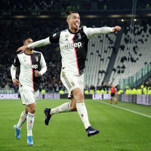 Cristiano Ronaldo juhlii Parma-ottelussa