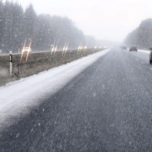 Liikennettä räntäsateessa 3-tiellä Riihimäellä 4.tammikuuta