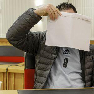 Qayssar Mohsin Sbahi Aldhulaiei Rovaniemen hovioikeuden käsittelyssä.