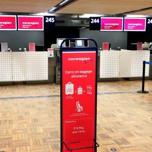 Norwegian palvelupiste Helsinki-Vantaan lentoasemalla.