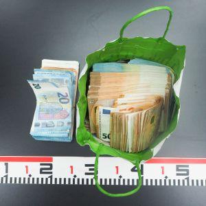 Poliisi takavarikoi erään epäillyn hallusta yli 60 000 euroa käteistä rahaa Helsinki-Vantaan lentokentällä. Esitutkinnan mukaan epäilty oli toimittamassa rahoja Espanjaan.