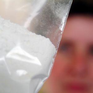 Kokaiinia muovisessa pussissa.