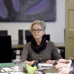 Valtakunnansovittelija Vuokko Piekkala Paperiliiton ja Metsäteollisuuden työriidan sovittelussa valtakunnansovittelijan toimistossa Helsingissä.