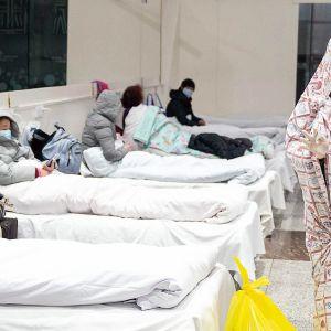 Koronaviruksen takia eristettyjä potilaita sairaalassa Kiinan Wuhanissa.