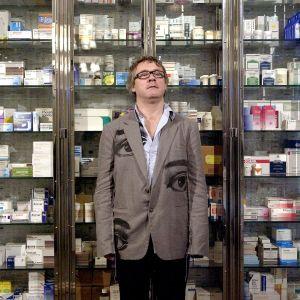 Damien Hirst, lääkekaappiteos, The sleep of reason, 1997