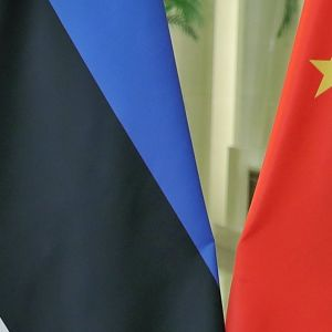 Viron ka Kiinan liput osittaisina kuvassa.