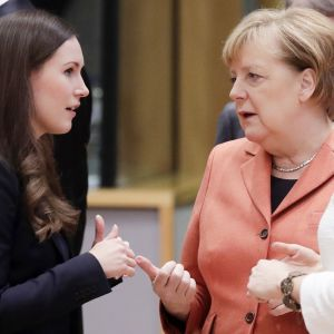 Sanna Marin keskusteli Angela Merkelin kanssa 12. joulukuuta Brysselissä.