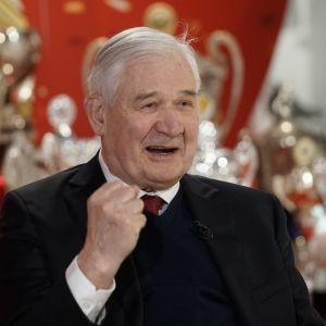 Kiekkomaestro Vladimir Jursinov täyttää torstaina 80 vuotta. Yle tapasi Jursinovin Moskovassa.