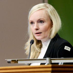 Vihreiden puheenjohtaja, sisäministeri Maria Ohisalo puhuu vihreiden puoluevaltuuskunnan kokouksessa Helsingissä 22. helmikuuta.