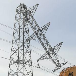 Katkennut 110kV Lahti Energian sähköpylväs.