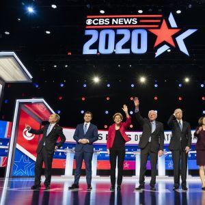 Ehdokkaat lavalla