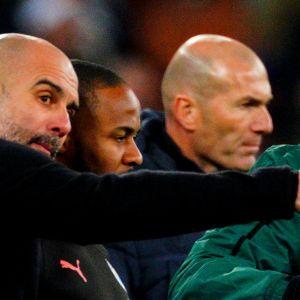 Pep Guardiola (edessä vasemmalla ja Zinedine Zidane (takana oikealla)