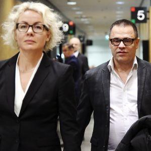 Julkisuudesta tuttu stylisti Teuvo Loman saapuu joulukuussa hovioikeuteen asianajajansa kanssa.