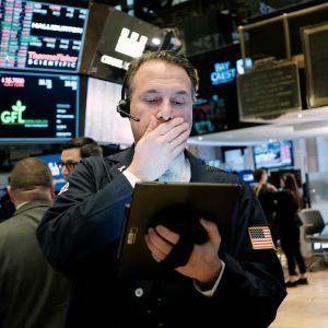Meklari tutkii pörssikursseja New Yorkin pörssissä.