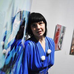 Susanna Majuri näyttelyssään 2010.