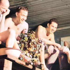 Sotilaita saunomassa talvisodan aikaan.