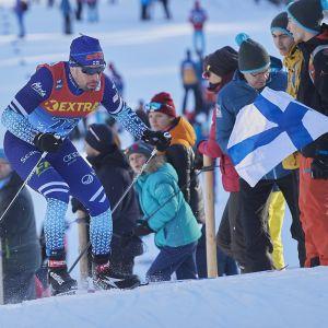 Maajoukkueen konkari Lari Lehtonen hiihti maailmancupissa 17 kisaa kaudella 2019–2020. Pistetili karttui vain Rukan minikiertueen kahdesta kisasta.