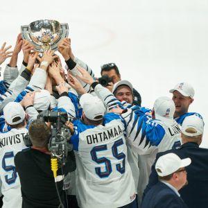 Suomi juhli maailmanmestaruutta Bratislavassa keväällä 2019.