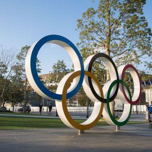 Olympiarenkaat stadionin edessä
