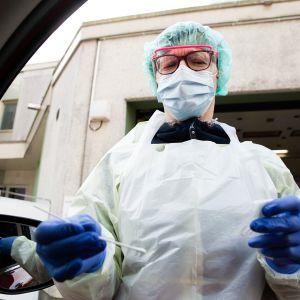 Drive-in koronavirus näytteenotto Porvoossa.
