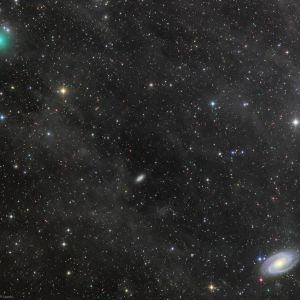 Vihreä Atlas valopisteiden täplittämässä avaruudessa.