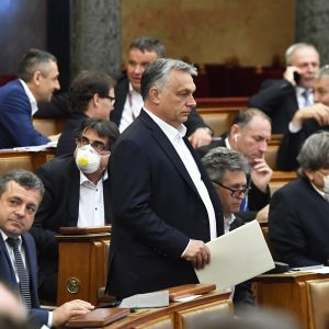 Pääministeri Victor Orban Unkarin parlamentin istunnossa 30 maaliskuuta.