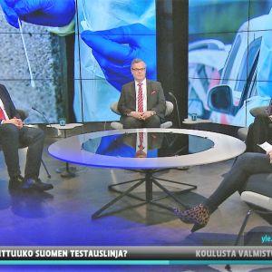 THL:n terveysturvallisuusosaston johtaja Mika Salminen, HUSin diagnostiikkajohtaja Lasse Lehtonen ja Mehiläisen lääketieteellinen johtaja Kaisla Lahdensuo.