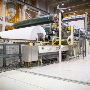 UPM:n paperikone Kymin tehtaalla.