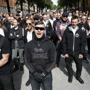 Uusnatsien kannattajat osoittavat mieltään Tukholmassa