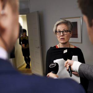 Valtakunnansovittelija Vuokko Piekkala Paperiliiton ja Metsäteollisuuden työriidan sovittelussa valtakunnansovittelijan toimistolla Helsingissä 31. tammikuuta.