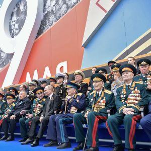 Veteraaneja viimevuoden Voitonpäivän juhlissa Moskovassa.