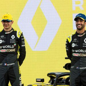 Renault-kuskit Esteban Ocon ja Daniel Ricciardo Australiassa kauden avaus gp:n alla. Kisa kuitenkin peruttiin koronaviruksen vuoksi.