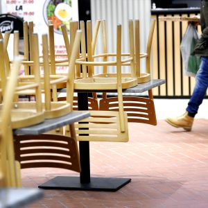 Suljettuja ravintoloita kauppakeskus Kaaressa Helsingissä.