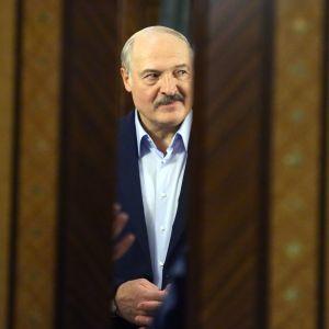 Valko-Venäjän presidentti Aleksandr Lukashenko on vetänyt omaa linjaansa maailmanlaajuisessa koronaviruskriisissä.