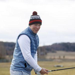 Patrik Laine Nokia River Golfin kentällä 17. huhtikuuta 2020