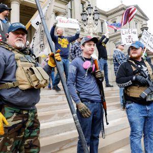 Michiganders Against Excessive Quarantine -mielenosoitus Lansingissa Michiganissa.